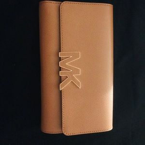 Woman's Large wallet Micheal kors
